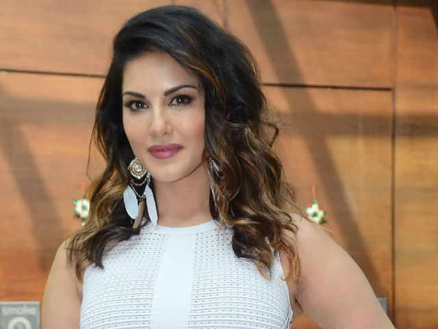sunny-leone-will-play-her-own-roll-in-her-biopic-niharonline